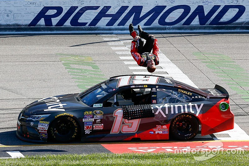 Carl Edwards knocks Kyle Busch out of the way to win at Richmond