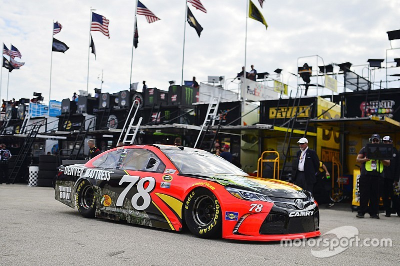 Truex tops final practice while Edwards leads title contenders
