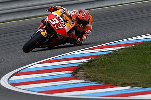 MotoGP Breaking news Marquez having to take a lot of risks, says Lorenzo