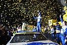 NASCAR Sprint Cup Джонсон стал чемпионом NASCAR, выиграв гонку с последнего места