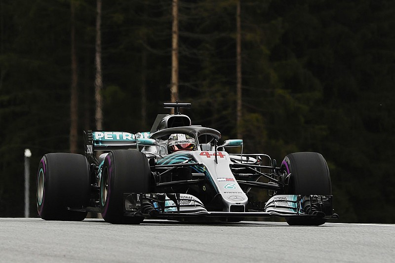 F1 Austria, Bottas in pole: prima fila tutta Mercedes