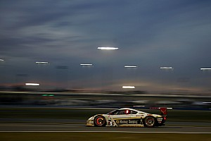 IMSA Breaking news Hour 15: Several prototypes still in contention