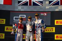 GP3 Foto - Podio: il vincitore della gara Matthew Parry, Koiranen GP; il secondo classificato Antonio Fuoco, Trident; il terzo classificato Jake Dennis, Arden International