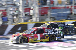 Jamie McMurray, Chip Ganassi Racing Chevrolet, Kurt Busch, Stewart-Haas Racing Chevrolet