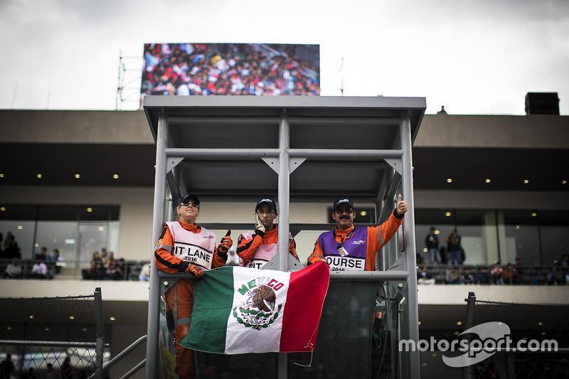 Autodromo hermanos rodriguez atmosphere at mexico city for Puerta 2 autodromo hermanos rodriguez