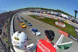 Start: Kevin Harvick, Stewart-Haas Racing Chevrolet leads