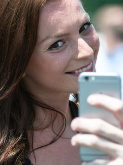 Grid girl, selfie