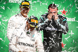 Race winner Lewis Hamilton, Mercedes AMG F1 celebrates on the podium with Nico Rosberg, Mercedes AMG F1 and Tony Walton, Mercedes AMG F1 Mechanic