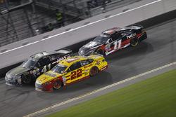 Kurt Busch, Stewart-Haas Racing Chevrolet, Joey Logano, Team Penske Ford