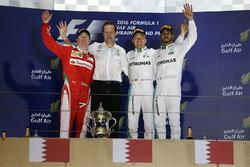 Temporada 2016 F1-bahrain-gp-2016-podium-winner-nico-rosberg-mercedes-amg-f1-team-aldo-costa-mercedes-amg