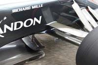 Формула 1 Фотографії - McLaren MP4-31 Фернандо Алонсо, деталь передньої частини
