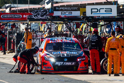 Garth Tander, Holden Racing Team, pit action