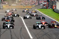 Start action: Lewis Hamilton, Mercedes AMG F1 W07 Hybrid leads Daniel Ricciardo, Red Bull Racing RB12