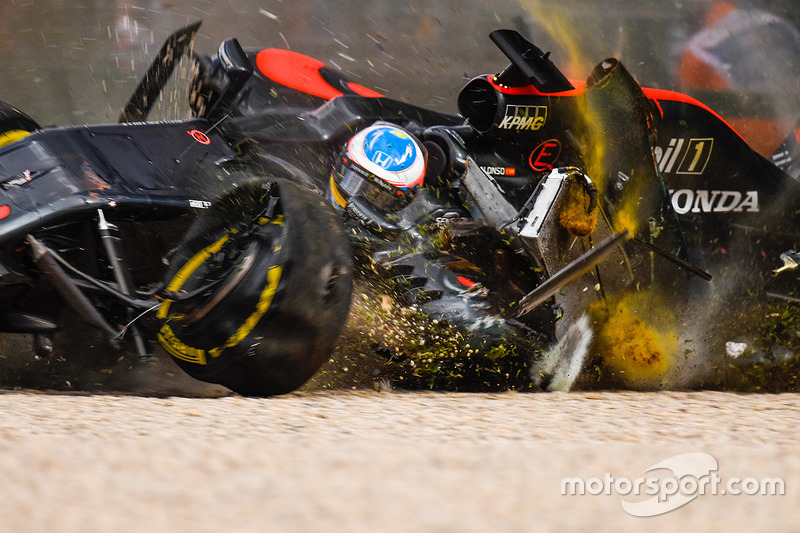 1. Fernando Alonso, McLaren MP4-31 in a huge crash
