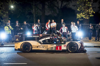 WEC Photos - Mark Webber with the Porsche 919 Hybrid LMP1 in London
