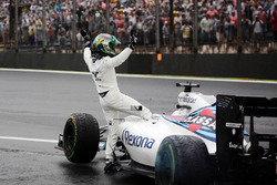 Felipe Massa, Williams FW38 waves to the crowd after he crashed out of the race