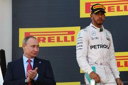 Podium: Vladimir Putin, Russian Federation President, second place Lewis Hamilton, Mercedes AMG F1 Team