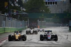 Jolyon Palmer, Renault Sport F1 Team RS16 and Jenson Button, McLaren MP4-31 battle for position