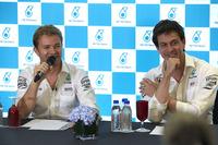 Формула 1 Фото - Нико Росберг, Mercedes AMG F1, и Тото Вольф, совладелец и исполнительный директор Mercedes AMG F1