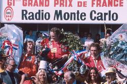 Podium: winner Niki Lauda, Ferrari, second place James Hunt, Hesketh Ford, third place Jochen Mass, McLaren Ford
