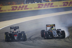 Stoffel Vandoorne, McLaren MP4-31 and Sergio Perez, Sahara Force India F1 VJM09
