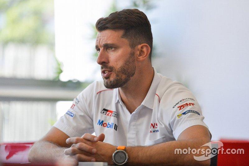 Les Toyota prennent les devants dès le départ — Heures du Mans