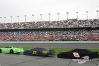 BUSCH: Daytona race red flagged for rain