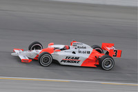 Castroneves wins Chicago, Dixon scores title