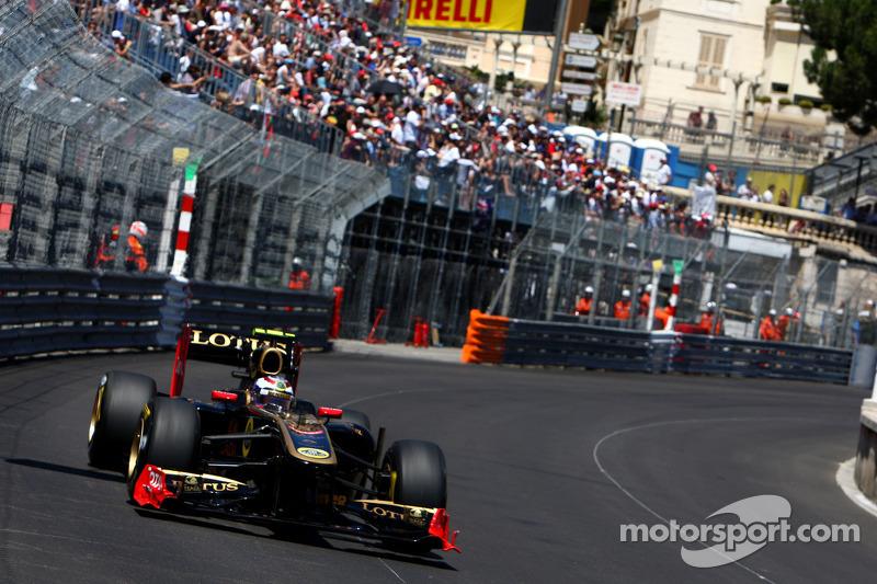 Petrov ok, Vettel extends, Hamilton livid