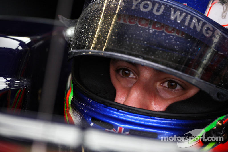 Ricciardo To Replace Karthikeyan At HRT