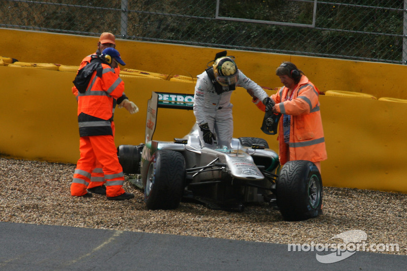 Mercedes investigating lost wheel on Schu anniversary