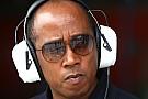 Hamilton's father plays down management criticism