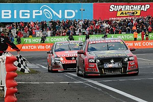 V8 Supercars Tander holds off Lowndes for Bathurst 1000 victory