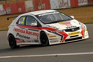 BTCC Neal takes crucial pole at Silverstone