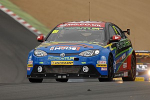 BTCC Dream debut for Plato/MG in the carnage at Brands