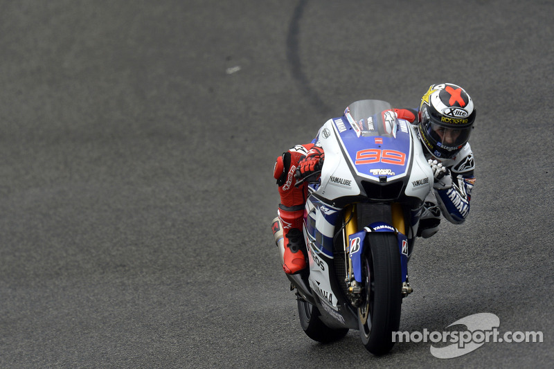 Lorenzo takes pole position from Pedrosa at Jerez