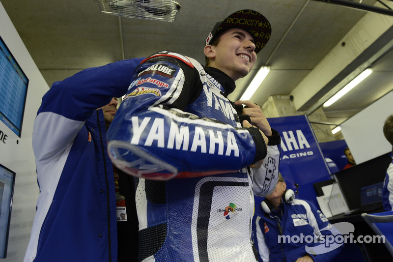 Lorenzo will continue to ride for Yamaha with extended contract