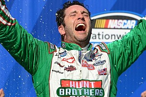 Sadler gets out front on restart to win at Chicagoland