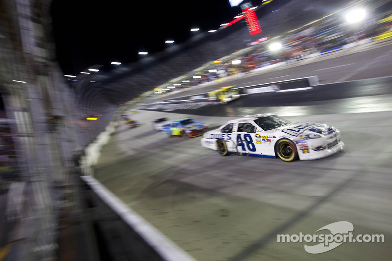 Johnson, Gordon finish 2-3 at Bristol night race