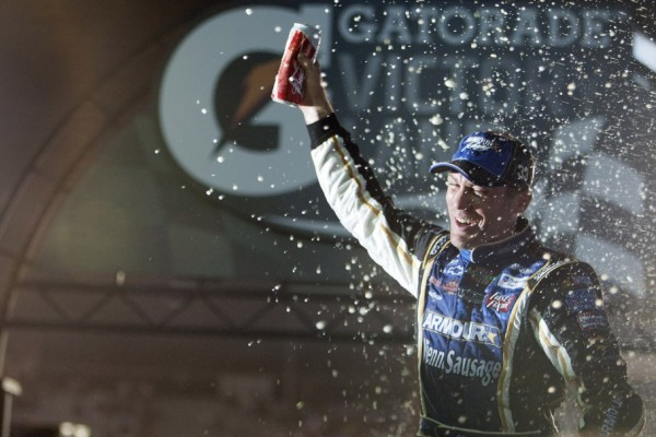 Harvick breaks winless streak in Richmond thriller