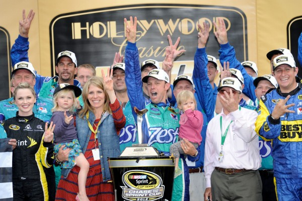 Kenseth survives brush with wall to win at Kansas