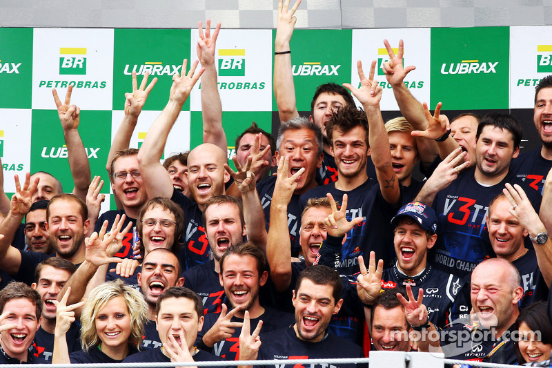 Red Bull to pay Vettel EUR 3m title bonus