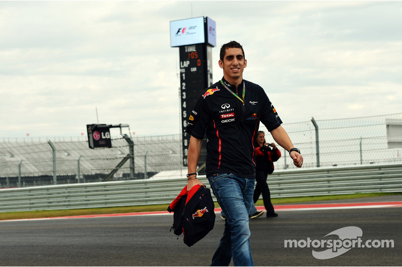 Red Bull says reserve driver Buemi staying