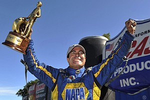 Ron Capps springs ahead toward Gatornationals with NHRA Funny Car points lead for DSR