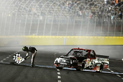 Kyle Busch aces truck race at Charlotte