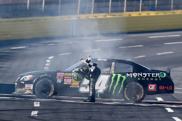 Kyle Busch breaks another record with Charlotte 300 win
