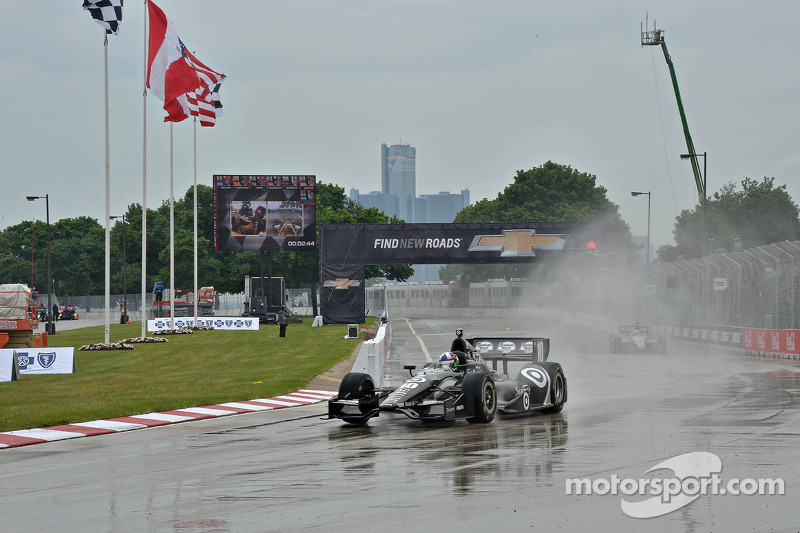Franchitti claims Race 1 pole in Detroit
