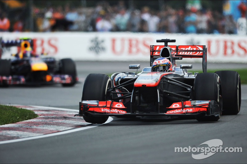 McLaren 'clutching at straws' - Button