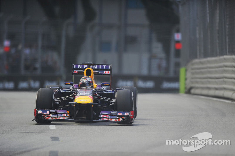 Red Bull Racing in charge at Marina Bay