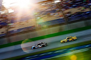 Dillon looks to pass Hornish